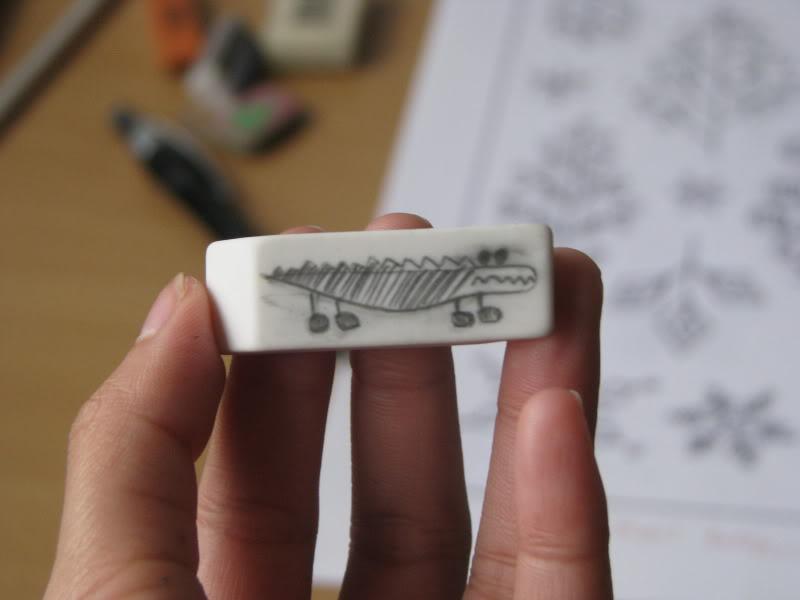 Tự làm con dấu chỉ bằng một cục gôm (tẩy)